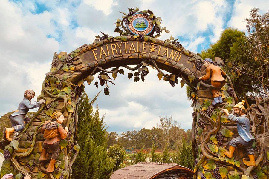 [Review] Trở về tuổi thơ tại khu vườn cổ tích Dalat Fairytale Land